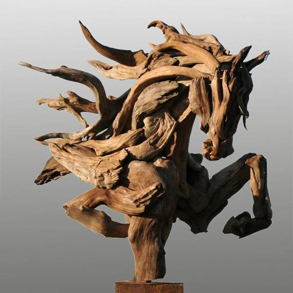 artist_creates_sculptures_solely_out_of_wood_he_finds_on_beaches_640_05.jpg