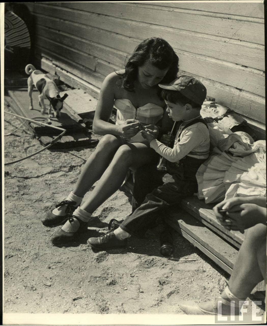 Daily Life of Circus Girls in Sarasota, Florida, ca. 1949 (4).jpg